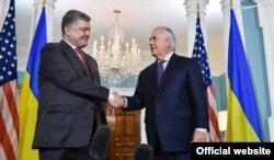 Президент України Петро Порошенко і держсекретар США Рекс Тіллерсон (праворуч). Вашингтон, 20 червня 2017 року