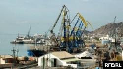Порт, город Туркменбаши (архивное фото)