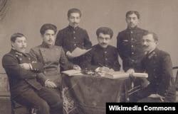 Yusif Vəzir Kiyevdə tələbədir (sağdan üçüncü), 1911