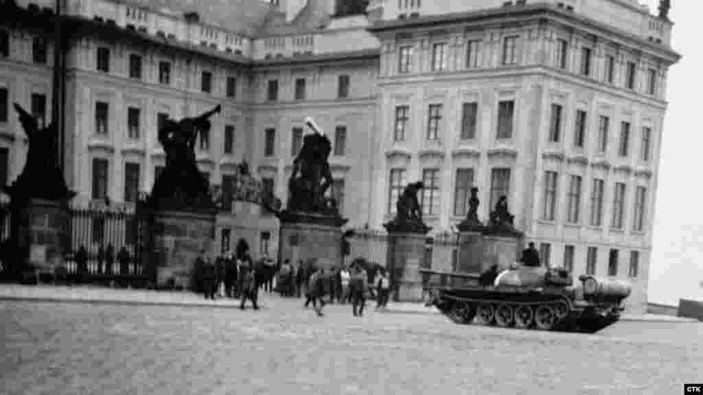 21 августа 1968 года. Площадь перед Пражским Градом