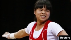 Қазақстандық ауыр атлет Зүлфия Чиншанлоның әлем рекордын жасаған кездегі қуанған сәті. Лондон, 29 шілде 2012 жыл