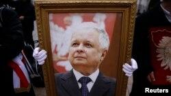 Портрет президента Леха Качиньского, погибшего в авиакатастрофе под Смоленском в 2010 году