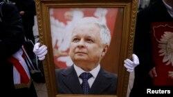 Портрет Леха Качиньского на траурной церемонии