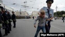 Среди задержанных в Санкт-Петербурге были и дети
