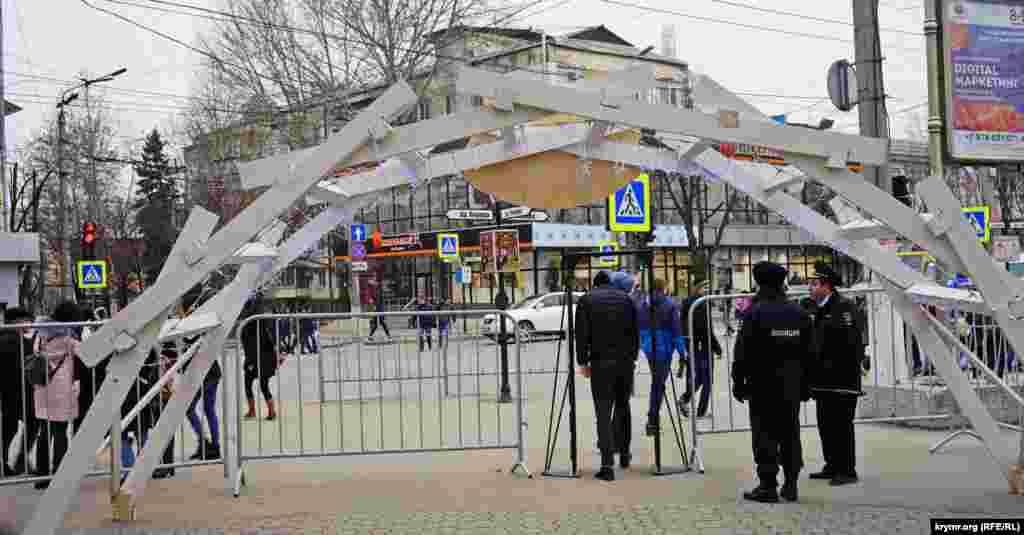 В этом году на Масленице в сквере Тренева полиция обошлась без металлодетектора