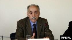 عبدالکريم لاهيجی، نايب ریيس فدراسيون جوامع حقوق بشر در فرانسه، می گوید تجربه نشان داده است که سرکوب نهاد مدنی نتیجه معکوس دارد.