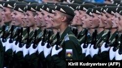 Сарбозони Русия дар Майдони Сурх