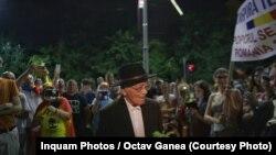 Filosoful Mihai Șora la protestul antiguvernamental de sîmbătă 11 august 2018, Piața Victoriei, București.