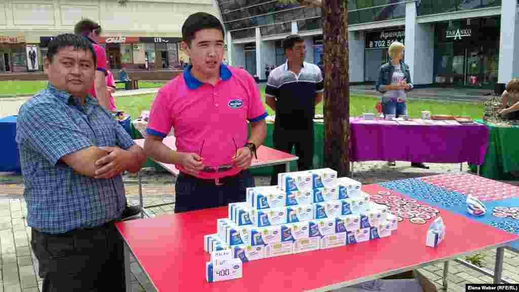 На благотворительной экоярмарке сегодня продавали мыло на кефирной основе, которое, по словам его изготовителей, в магазине не купишь - только на заказ.