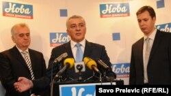 Predsjednik Srbije Tomislav Nikolic (L), lider Nove srspke demokratije Andrija Mandic i premijer Srbije Aleksandar Vučić.
