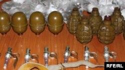 Иллюстративное фото - конфискованные боеприпасы, Ош, 24 июня 2010 года.