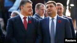 Петр Порошенко (л) и Владимир Гройсман (п)