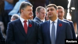 The new e-declarations has finally given Ukrainians an opportunity to assess the wealth of senior public servants such as President Petro Poroshenko (left) and Prime Minister Volodymyr Hroysman (right).