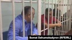 Политик Омурбек Текебаев (на переднем плане).