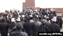 The Osh rally on March 5 in support of the accused lawmakers.