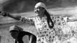 Алексей Баталов Кыргыз ССРинде өткөн кинематографисттердинIII съездинде. Солдо актриса Даркүл Күйүкова. 1975-жыл.<br /> <br />