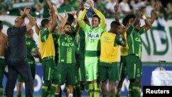 Disa prej lojtarëve të ekipit të futbollit që humbën jetën në aksidentin me aeroplan