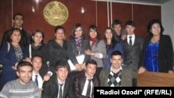 """Сотрудники таджикской ассоциации молодых юристов """"Ампаро"""". Худжанд, 24 октября 2012 года."""