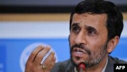 محمود احمدی نژاد،رييس جمهوری اسلامی ايران، در سخنرانی خود در نشست سران دولت های عضو سازمان جهانی خوار و بار و کشاورزی خواهان ایجاد سازمان جدیدی شد. (عکس از AFP)