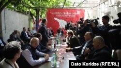 """ოპოზიციური პარტიების შეხვედრა """"ლეიბორისტული პარტიის"""" ოფისში, 18 მაისი"""