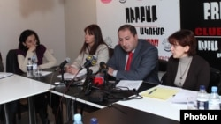 Депутат парламента Армении Заруи Постанджян в Ереванском Пресс-клубе
