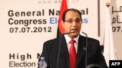 Președintele Înaltei Comisii Electorale, Nuri al-Abbar anunțînd rezultatele finale ale alegerilor generale
