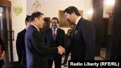 حکمت خلیل کرزی معین وزارت خارجه افغانستان با همتای چینایی اش کانگ زین یو
