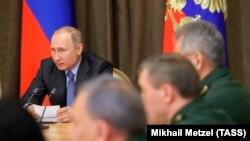 Президент Росії Володимир Путін проводить нараду з військовими, травень 2018 року, ілюстративне фото