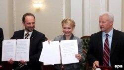 13 апреля представители НУ, БЮТ и СПУ подписали протокол о намерении создать коалицию