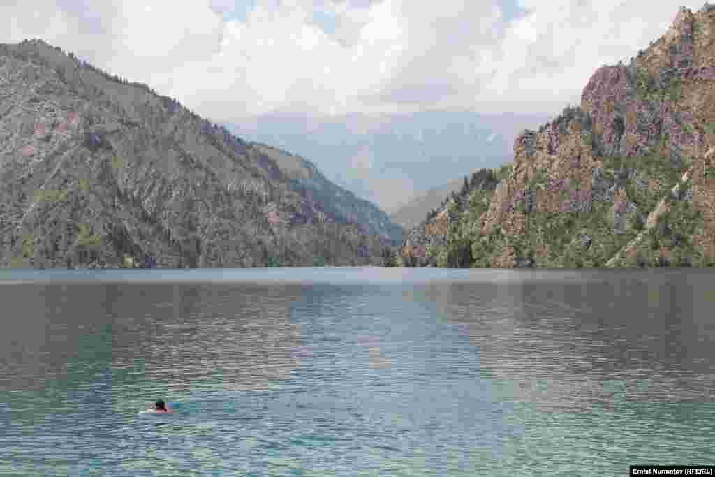Озеро образовалось примерно 10 тыс. лет назад в результате горного обвала