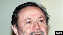Юрий Соломин на форуме вопрошает: «Скажите, а кто это придумал эту реформу-то? Покажите этого человека. Он скрывается все время, этот человек. Кому она нужна?»