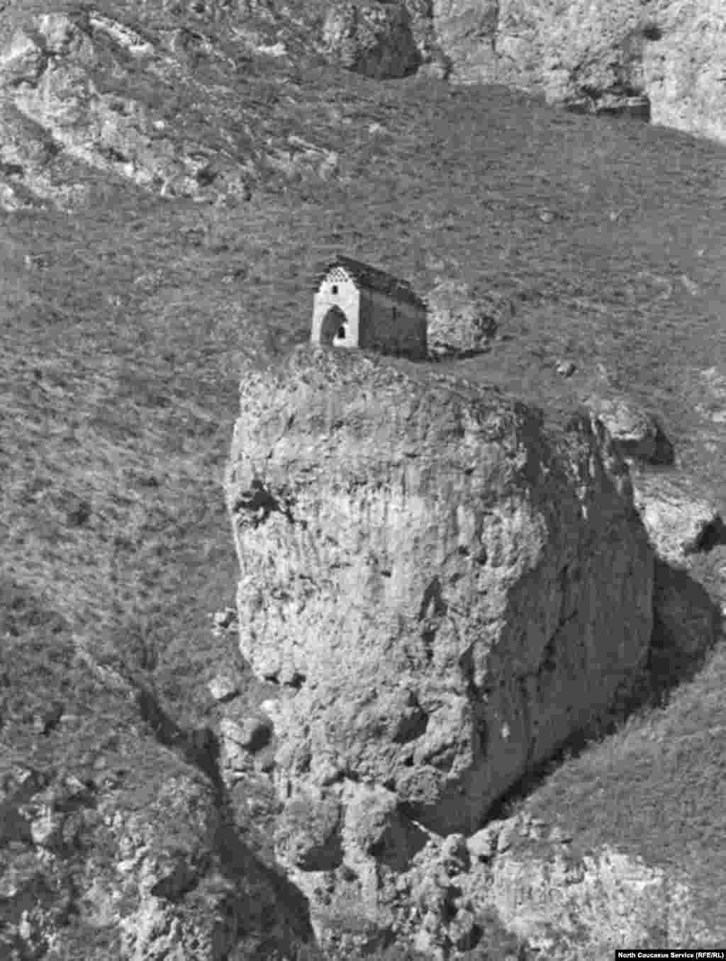 Языческое святилище, Акка, Мизир-корт