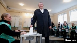 Georgian President Georgy Margvelashvili casts his ballot during the second round of parliamentary elections in Tbilisi on October 30.