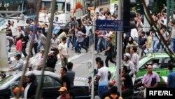 Сайлау нәтижесіне наразылық көрсеткен халық. Тегеран, 13 маусым 2009 жыл.
