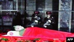 Тобути Ким Чен Ир