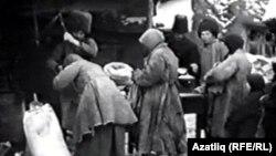 Орынбордағы 1920 жылдардағы аштық кезіндегі адамдар.