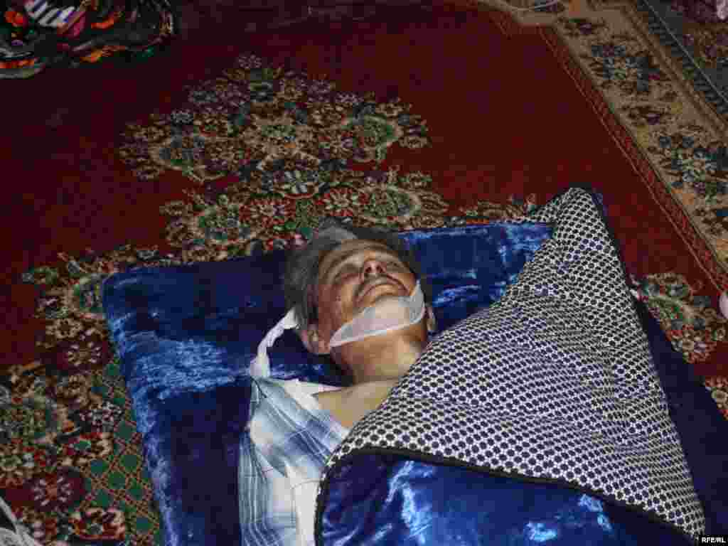 The body of a man witnesses say was beaten to death by Kyrgyz troops in Nariman on June 21. - Photo by Bruce Pannier