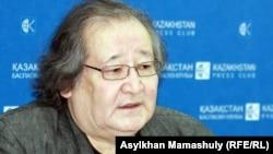 Театр режиссері Болат Атабаев Гете сыйлығымен марапаттау рәсәімінде. Алматы, 20 ақпан 2012 жыл.