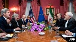 Перед початком переговорів у Лозанні: Джон Керрі (л), Ернест Моніз (2-й л); Алі Акбар Салегі (2-й п), Могаммад Джавад Заріф (п), 26 березня 2015 року
