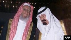 شیخ عبد العزیز آل شیخ در کنار ملک عبدالله