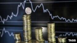 За июль курс рубля к доллару снизился на 8,7%, цена нефти Brent - на 16,5%.