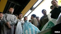 کارگران بیکار ساختمان در ایران. عکس تزئینی است.
