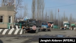 На въезде в анклав Сох в Кыргызстане.
