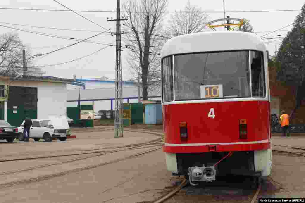 И старый-новый вагон вновь выходит на трамвайные линии города.