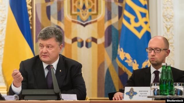 Ukrainian President Petro Poroshenko (left) and  Prime Minister Arseniy Yatsenyuk