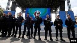 Ֆրանսիացի ոստիկաններ, արխիվ