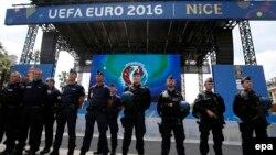 Поліцейські в Парижі під час «Євро-2016», червень 2016 року