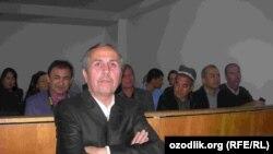 Би-би-си журналисти Ўринбой Усмонов суд залида, 14 октябр 2011 йил