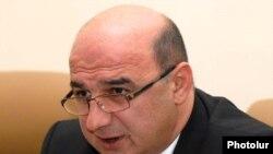 Էներգետիկայի եւ բնական պաշարների նախարար Արմեն Մովսիսյանը: