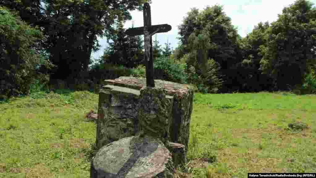 Залишки польського цвинтаря у Павлівці